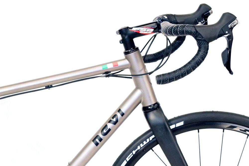GRAVEL - E Bike dettaglio manubrio